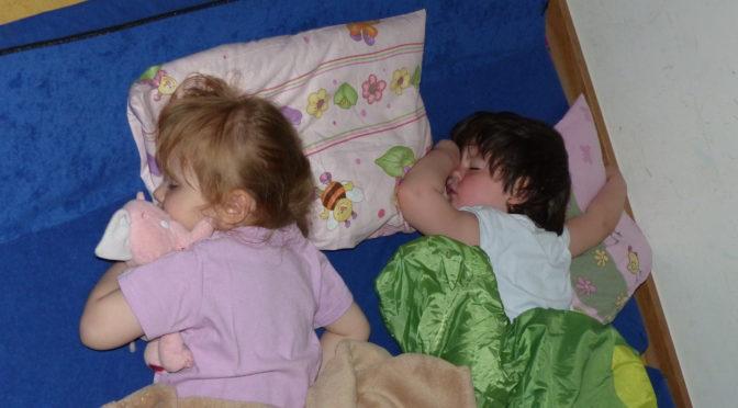 Wir Regenbogenkinder haben im Kindergarten übernachtet
